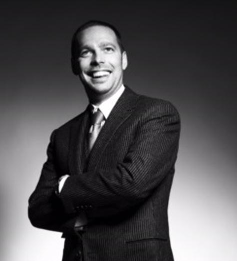 Više od 10 godina iskustva u marketingu. Godine 2004. postao je CEO agencije Buzz Group, koja je kasnije prerasla u Euro RSCG Belgrade, a sada u Havas Adriatic.